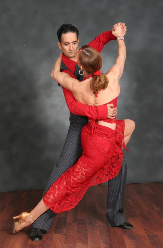 Pereche dansuri de societate